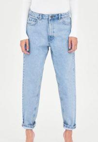 https://www.zara.com/ca/en/classic-hi-rise-mom-jeans-p08197033.html?v1=5322618&v2=907621